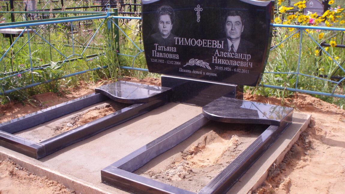 Как оформить надгробные памятники для двух и более человек?
