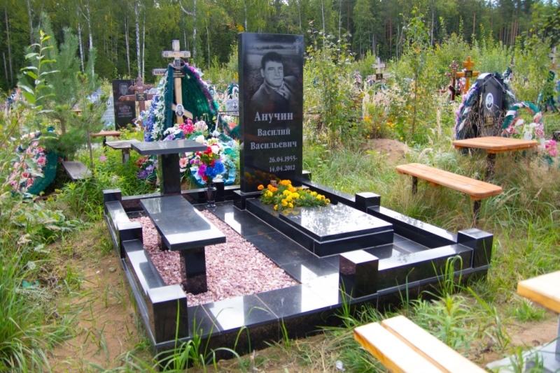 Памятник на могилу, цена с комплексным благоустройством